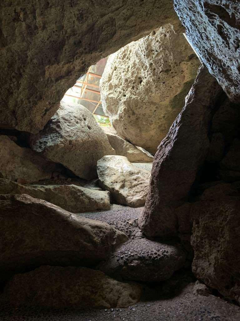 Pintu masuk gua Goa Giri Putri Nusa Penida Bali