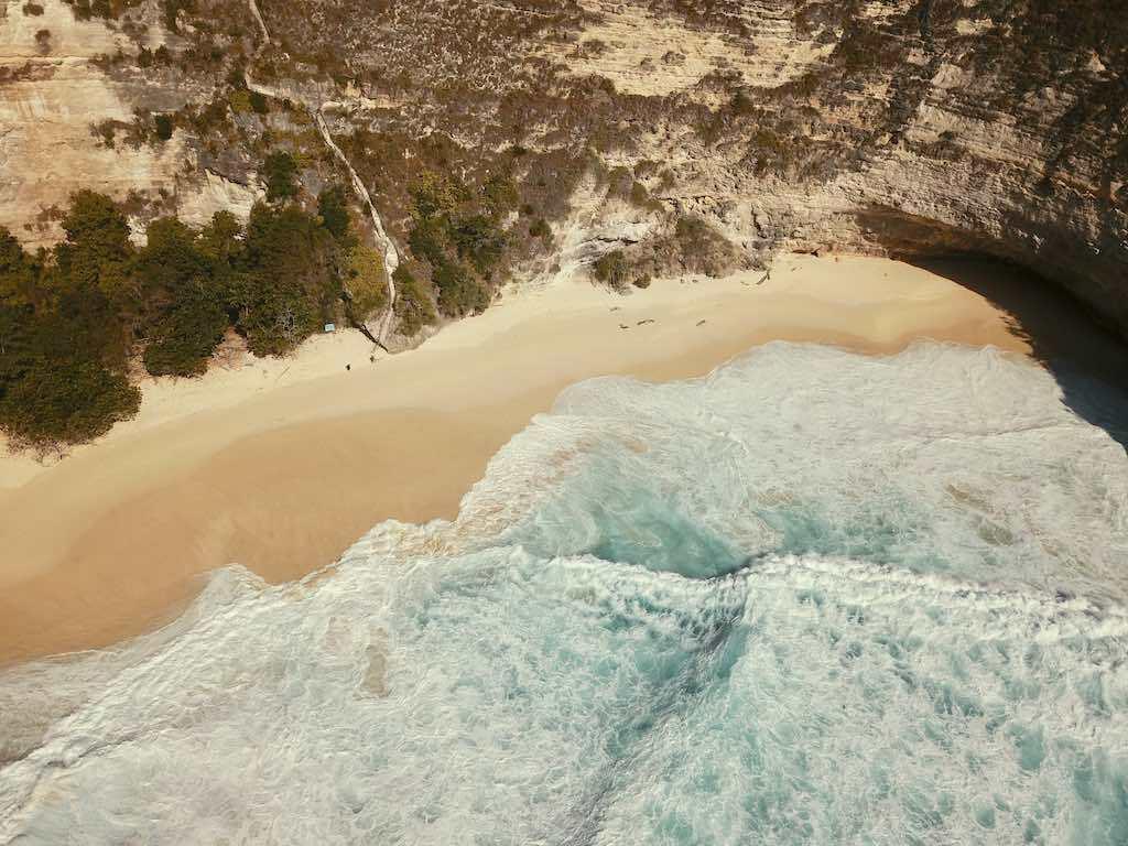 Kelingking Beach Nusa Penida Bali waves