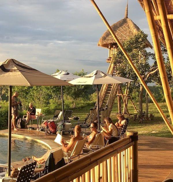 Amok sunset bar restaurant pool bamboo nusa penida